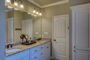 bathroom-1940171_1280