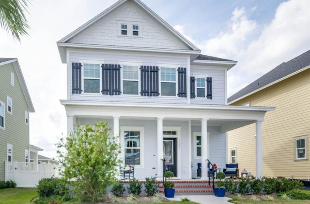 Comunidades de Casa con terraza al frente en Orlando