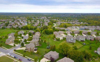 Analizando el impacto del bajo inventario de casas en los precios del mercado inmobiliario.